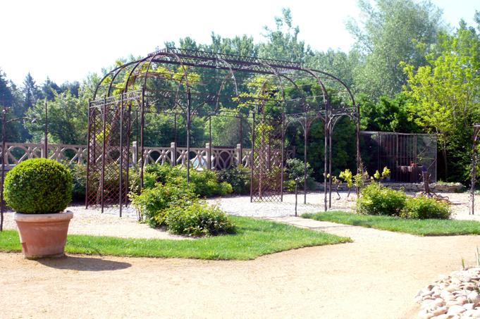 Gloriette directoire en fer forg cr ation fer forg sur for Art jardin creation